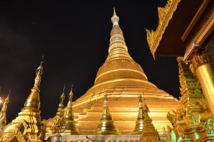 Monument en or en hommage à Bouddha